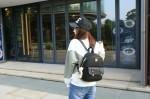 Plecaczek damski kuferek mały na lato modny szary