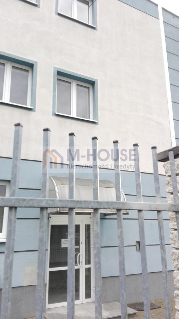 Budynek biurowo-handlowy z magazynami
